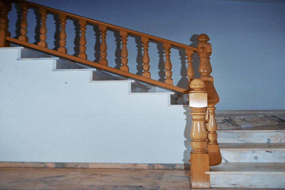 Mandianes Pavimentos, Parquets y Puertas - Escaleras y peldaños